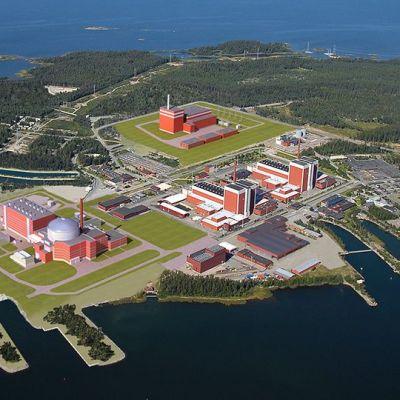 Havainnekuvassa ydinvoimalat Olkiluoto 3 ja Olkiluoto 4.