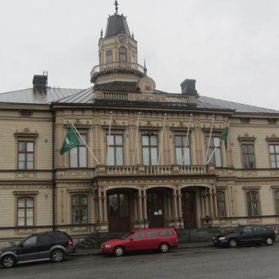 Kuvassa Pietarsaaren Raatihuone.