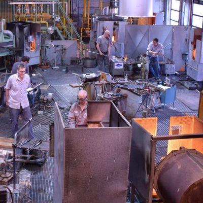 Lasinpuhaltajat työskentelevät Iittalassa