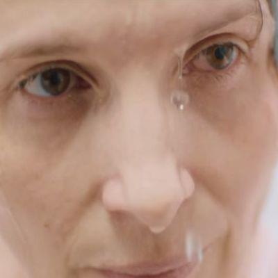 Juliette Binoche tekee vahvan roolin sotavalokuvaajana Erik Poppen elokuvassa Tuhat kertaa hyvää yötä.