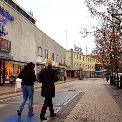 Kävelykatu Koskenparras Imatralla.