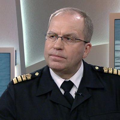 Merivoimien operaatiopäällikkö Olavi Jantunen Ylen aamu-tv:ssä keskiviikkona 29. huhtikuuta.