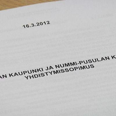 Lohjan ja Nummi-Pusulan liitossopimus sinetöi vuoden 2013 alussa tehdyn naimakaupan.