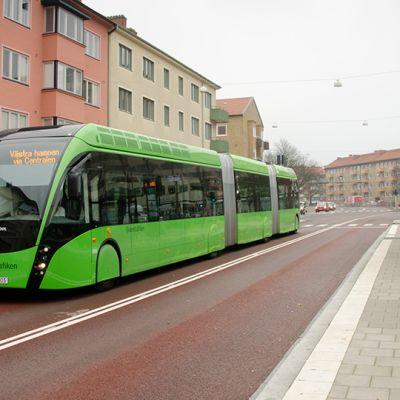 Superbussi Malmön keskustassa.