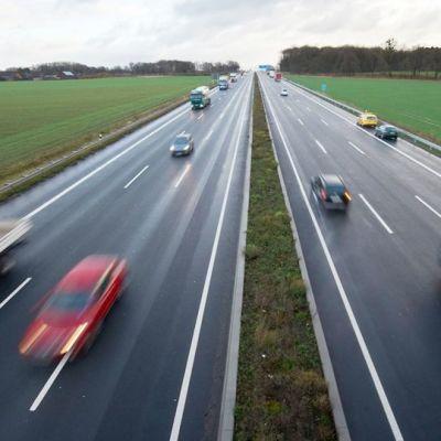 Liikennettä saksalaisella moottoritie A2:lla.