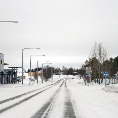 Enontekiön kuntakeskus Hetan kylänraitti