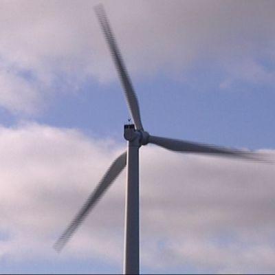 tuulivoiman turbiini pyörii