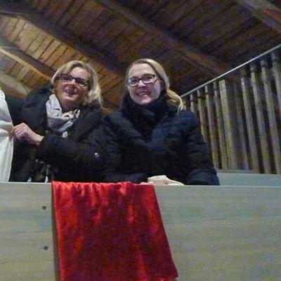 Vasemmalla puuhanainen Ritva Lampela ja oikealla ohjaaja Hanna Littow.