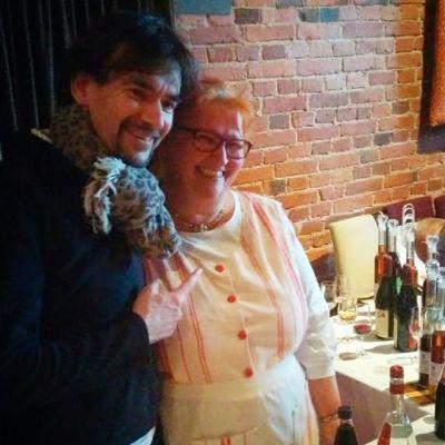 Ranskan arvostetuimpiin keittiömestareihin lukeutuva Guy Krenzer kaappasi Mustila Viinin yrittäjän Maria Tigerstedtin kaverikuvaan vierailun päätteeksi