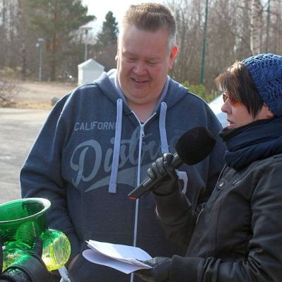 Aki Palsanmäki arvioi Heli kasken haastattelussa Pirkko Tainion vihreän maljakon arvoksi liki tuhat euroa.