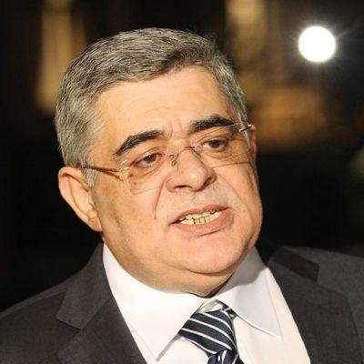 Kultainen aamunkoitto -puolueen puheenjohtaja Nikos Mihaloliakos antaa haastattelua lehdistölle Ateenassa 13. toukokuuta 2013.
