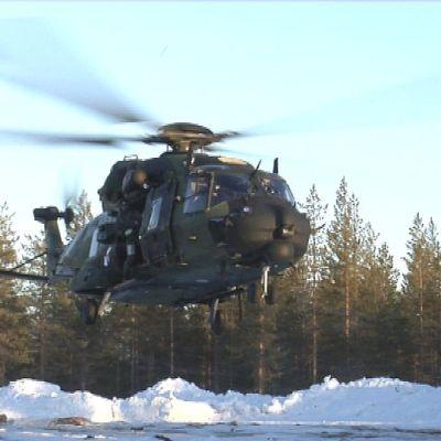 NH 90 kuljetuskopteri nousussa