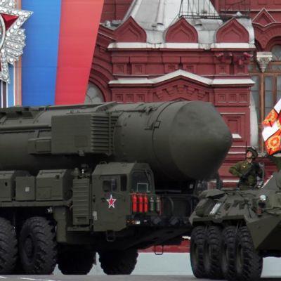 Venäjän strateginen ydinohjus Topol-M Punaisella torilla Voiton päivän paraatissa toukokuussa 2011.