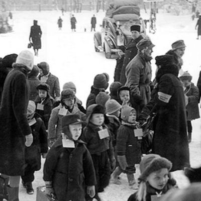 Suomalaisia sotalapsia