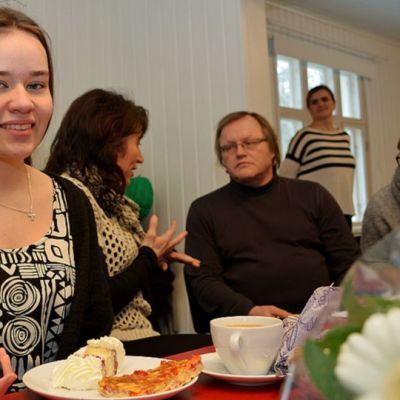 Olga Mertaniemelle luovuttettiin 10.3. Suomen punaisen ristin ensiavun huomionosoitus