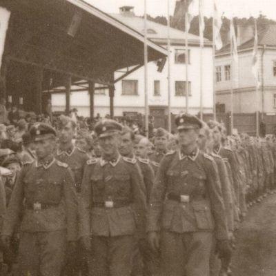 Waffen SS-miehet Tampereen Pyyniki n kentällä 3.6.1943