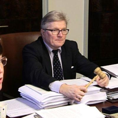 Perustuslakivaliokunnan puheenjohtaja Johannes Koskinen.