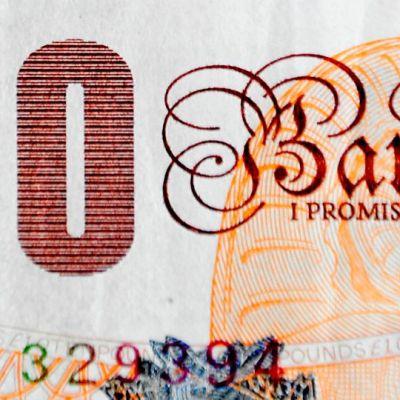 Yksityiskohta kymmenen punnan setelistä.