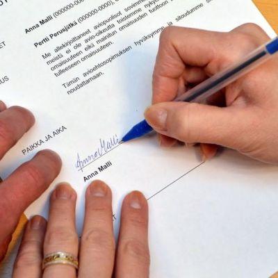 Avioehtosopimuksen voi tehdä myös avioliiton aikana.
