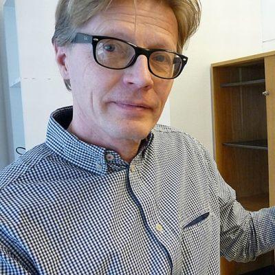 Timo Toivanen esittelee vanhoja farkkuja