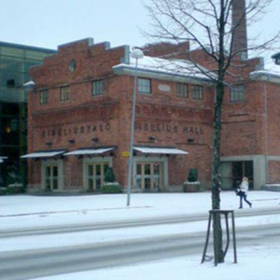 Sibeliustalo talvella.