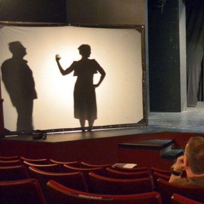 Näytelmäharjoitukset teatterissa.