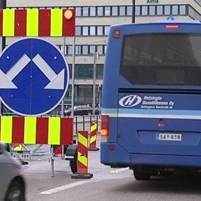 Tietyö vaikeuttaa liikennettä Helsingin Hakaniemessä.
