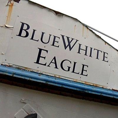Blue White Eagle -alus laiturissa Rauhassa.