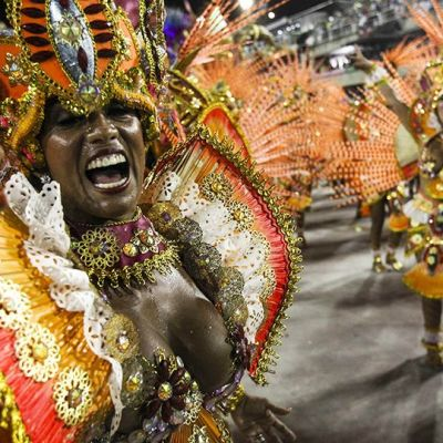 Sambakoulu Beija-Flor esiintyy Riossa .