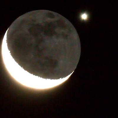 Kuunsirppi ja Venus.