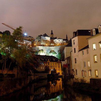 """Luxemburgin vanhakaupunki, joka tunnetaan nimellä """"Grund""""."""