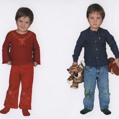 Kuvassa sama lapsi eri vaatteissa.