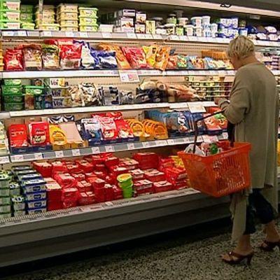 Kaupan juustohylly.