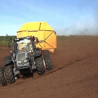 turveauma, traktori, turvetyömaa