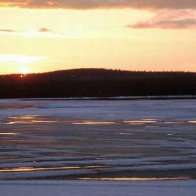 Auringonlasku Inarijärvellä