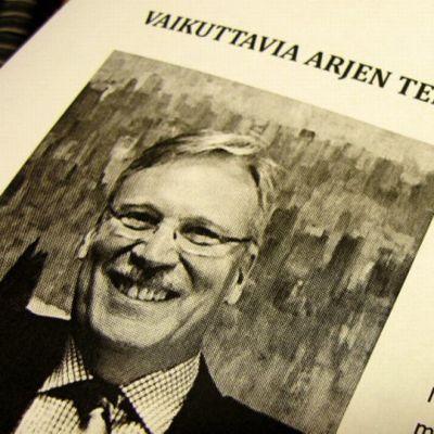 Karjalaisen Kulttuurin Edistämissäätön hallituksen puheenjohtaja Matti Virtaala on Abloy Oy:n entinen toimitusjohtaja.