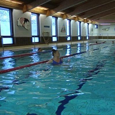 Tikkakosken uimahallin kohtalo ei ratkennut lopullisesti vielä valtuustossa.