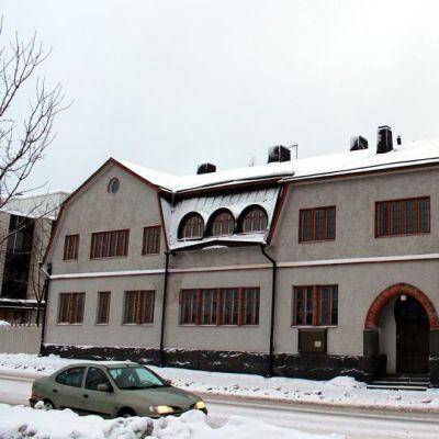 Halosen talo Jyväskylässä Väinönkadun ja Hannikaisenkadun kulmassa.