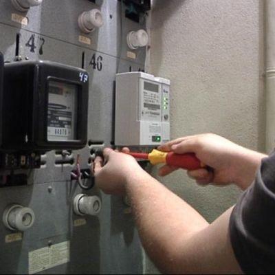 Sähkömittaria asennetaan mittarikaappiin