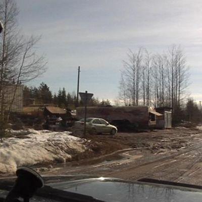 Kiimasvaaran bensa-asema Suomen rajan läheisyydessä Kuusamo-Paanajärvi -tien varressa.