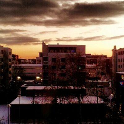 Aamurusko kaupungin yllä