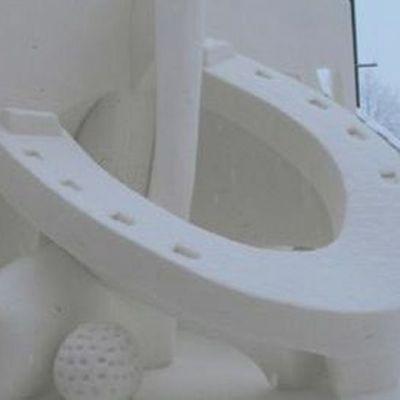 Isokenkästen peli - lumiveistos