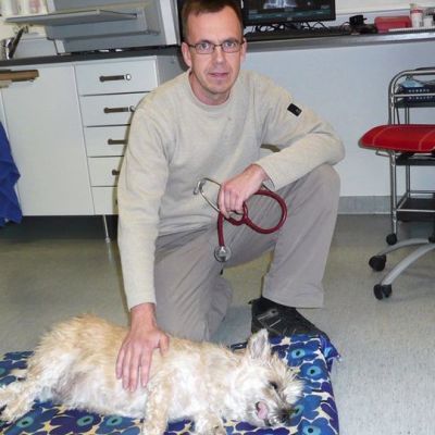 Eläinlääkäri Pekka Hakala on nukuttanut Minttu-koiran
