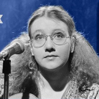 Liisa Tavi laulaa Euroviisujen karsinnoissa vuonna 1980.