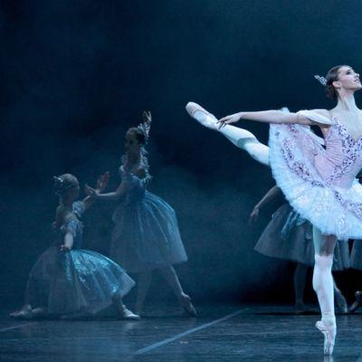 Suomen kansallisbaletin ensitanssija Maria Baranova voitti Helsingin kansainvälisen balettikilpailun juniorisarjan vuonna 2009. Kuva on teoksesta Don Quijote (2011).