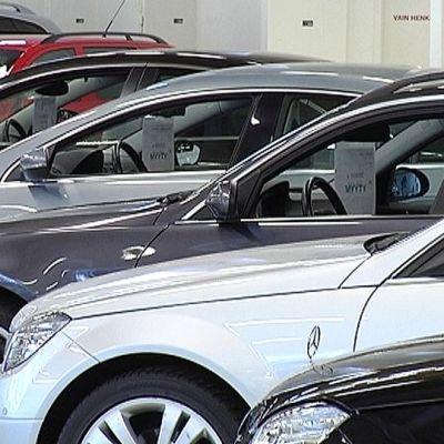 Autoja myynnissä