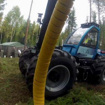 Harvesteri metsässä.