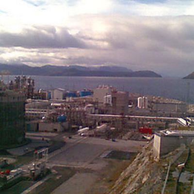 Hammerfestin Melkoyan saaren maakaasun nesteytyslaitos Pohjois-Norjassa.