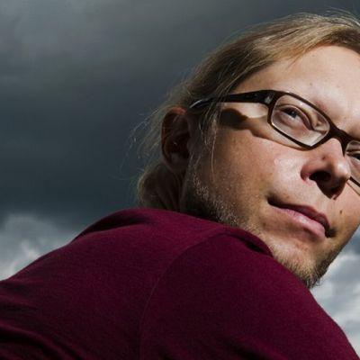 Toimittaja-kirjailija Mikko-Pekka Heikkinen