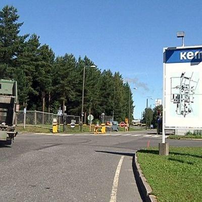 Kemiran Oulun tehtaan sisäänkäynti.